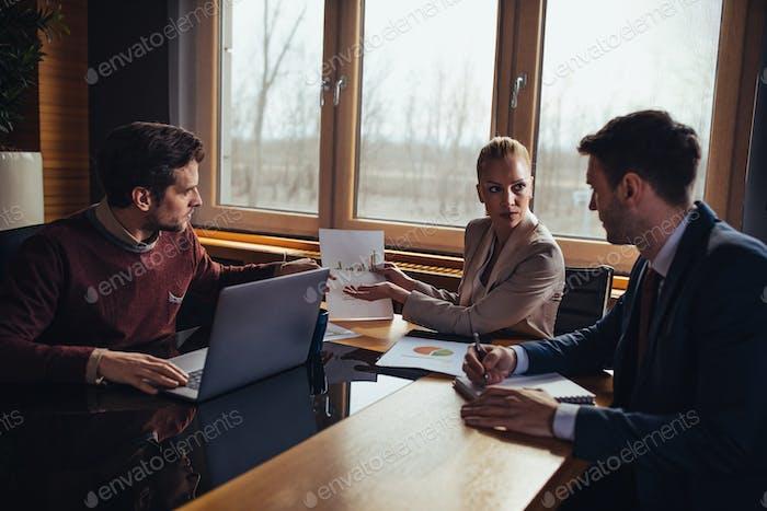 Discussions d'affaires
