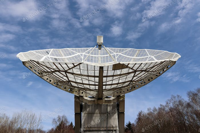 Radio telescope focus to the sky