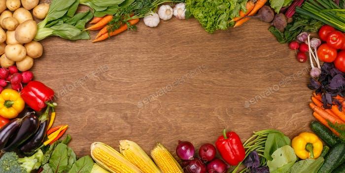 Gemüse auf Holz Textur Hintergrund
