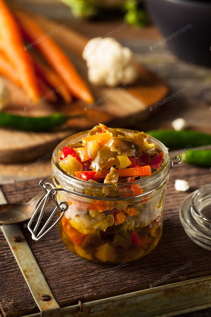 Spicy Homemade Pickled Giardiniera