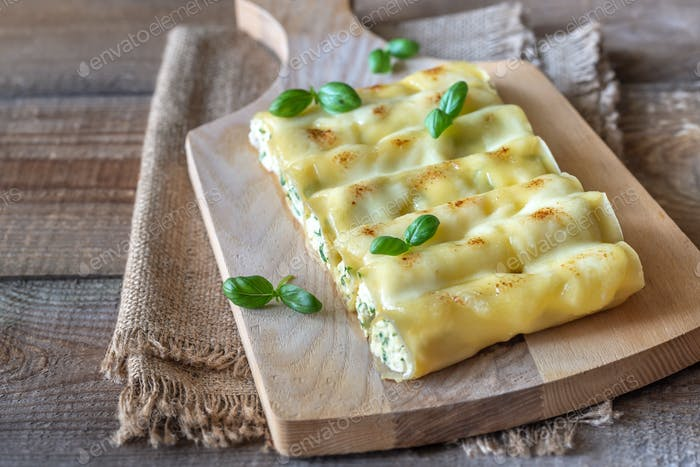 Cannelloni stuffed with ricotta