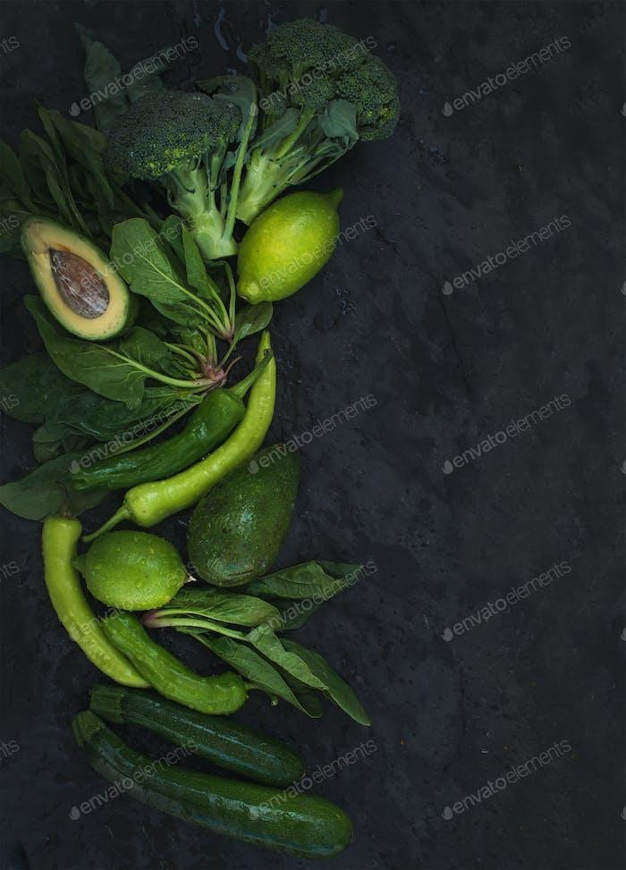 Rohes Grüngemüseset Brokkoli, Avocado, Pfeffer, Spinat, Zuccini, Limette