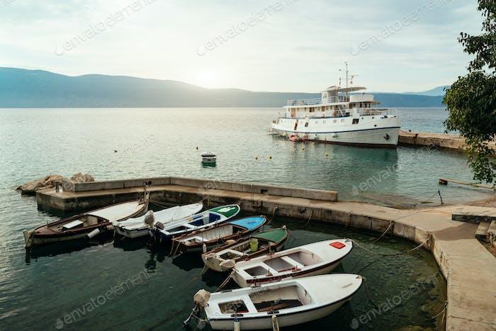 Barcos en el muelle, Croacia