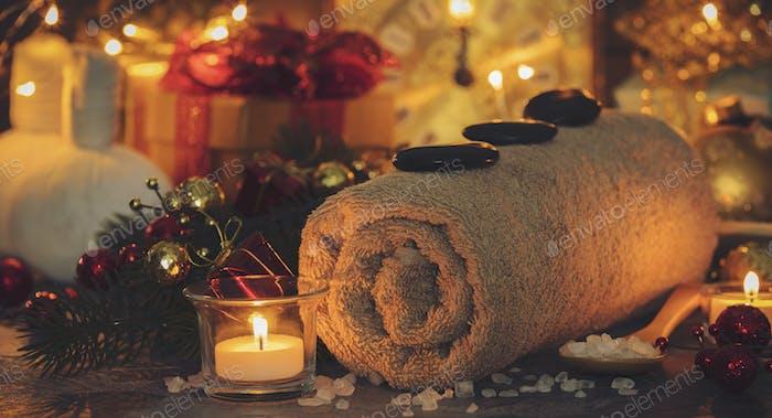 Spa-Komposition mit Weihnachtsdekoration. Urlaub SPA Behandlung