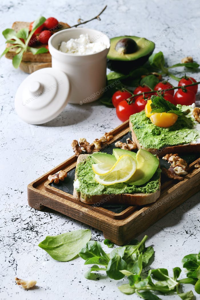 Vegetarian sandwiches with avocado