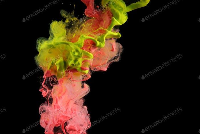 Acrylfarben in Wasser. Tintenfleck. Abstrakter Hintergrund.