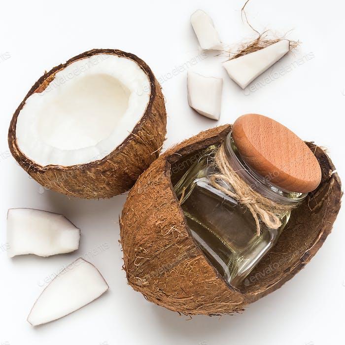 Frisches Kokosöl und Kokosöl