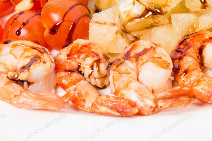 Jumbo shrimp salad with tomatoes.