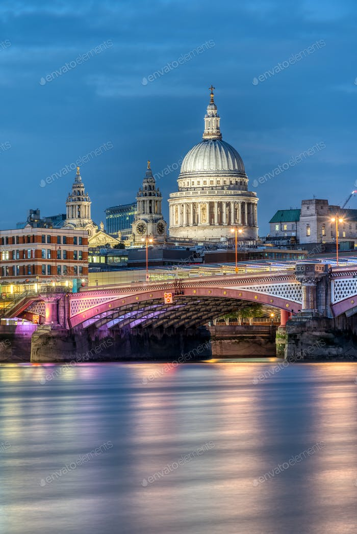 St Pauls Cathedral an Blackfriars Bridge