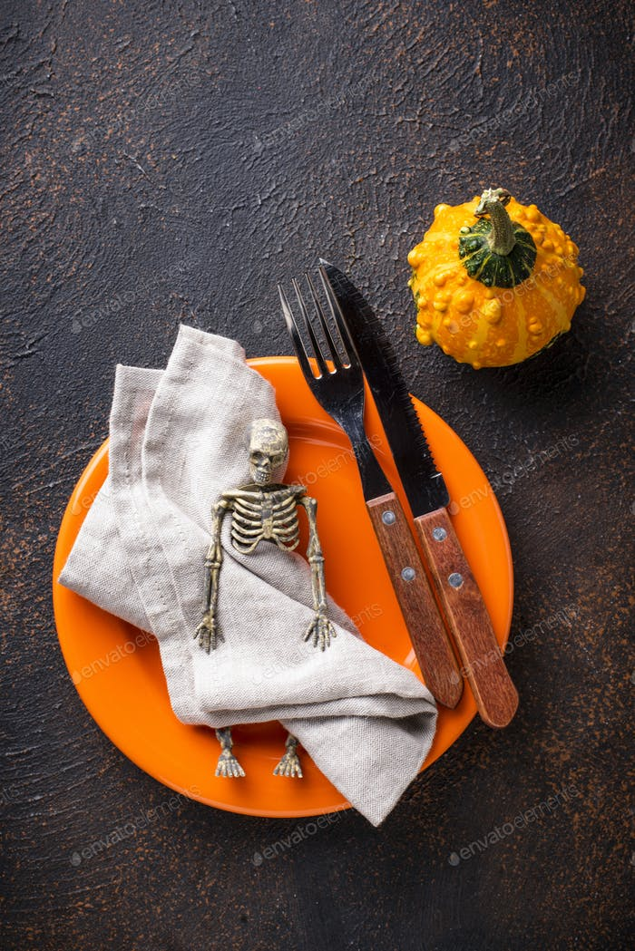 Halloween Tischdekoration mit Kürbis