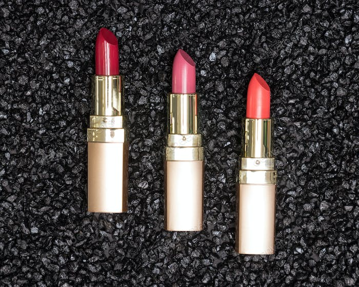 Different colors of lipstick on anthracite background