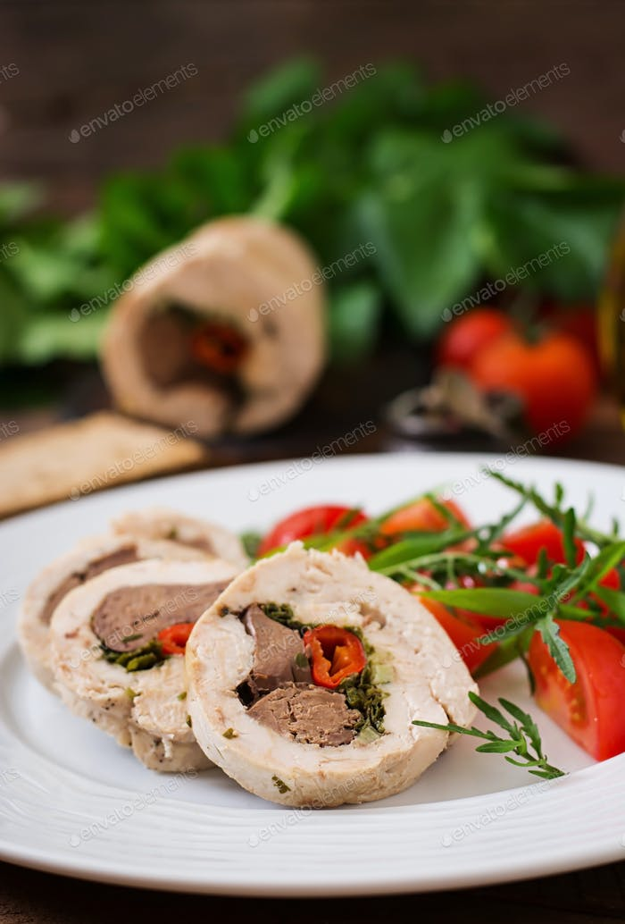 Diet baked chicken rolls stuffed liver, chili and herbs with a salad of tomatoes and arugula.