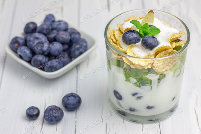Yogurt dessert with blueberry, kiwi and cereals