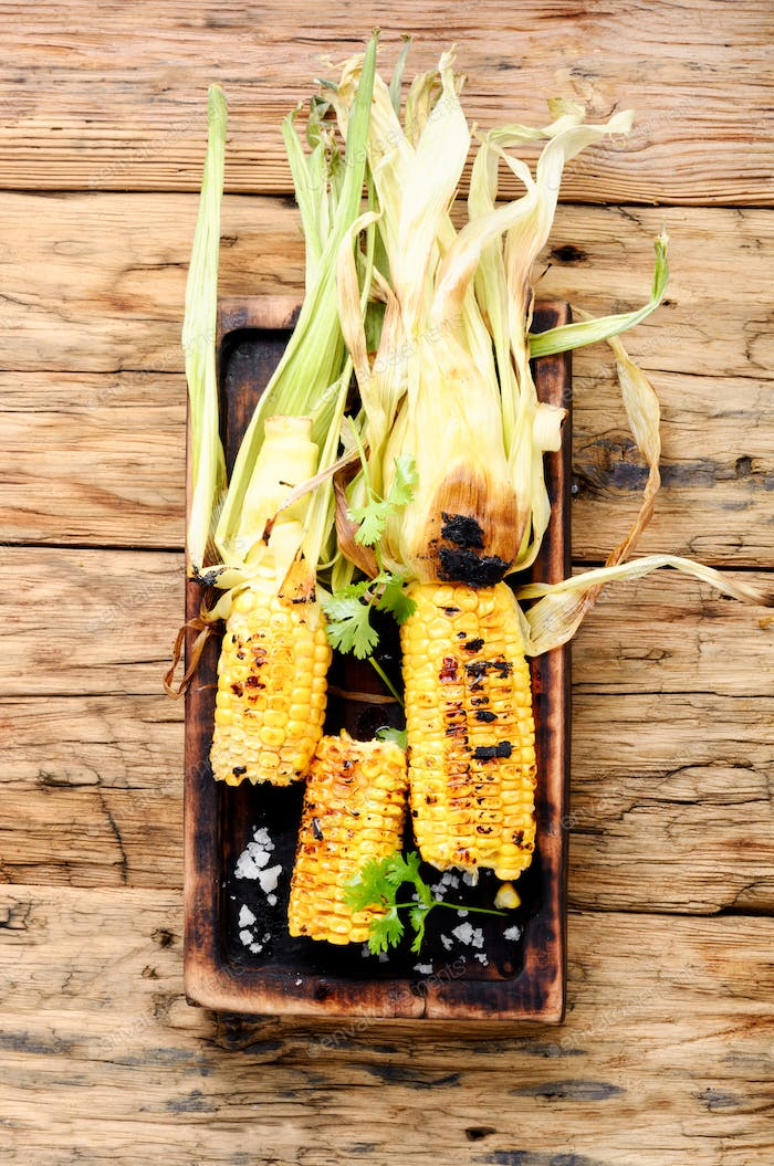 Corn grilled with salt