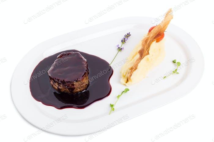 Beef medallion in chianti sauce.