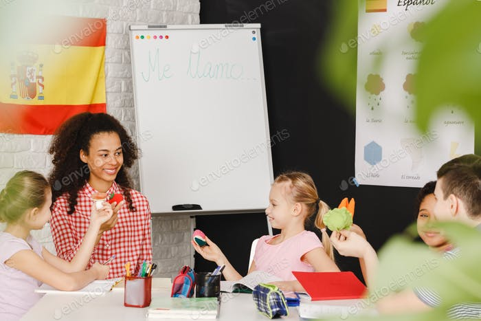 Children learning Spanish language