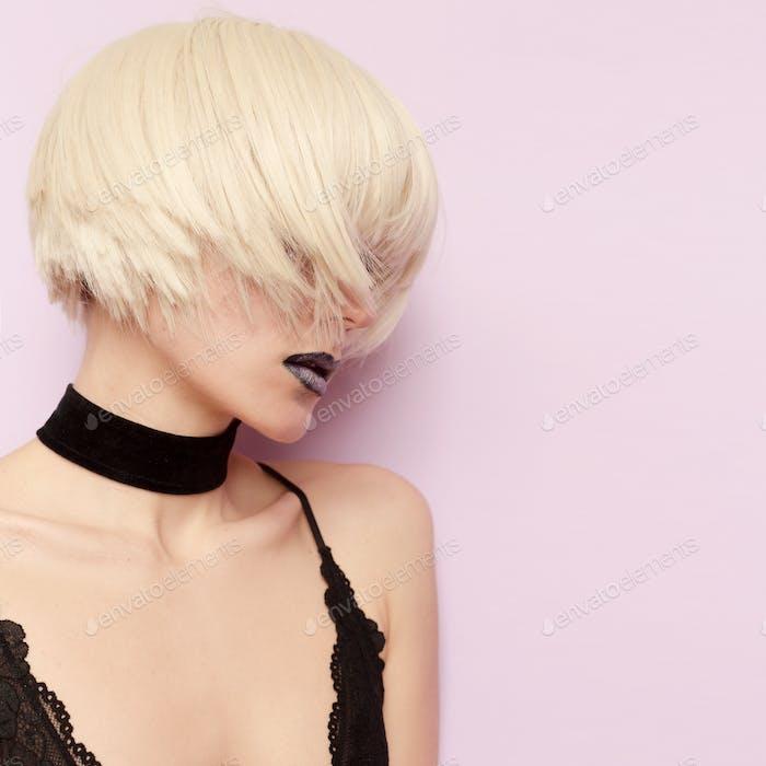 Sensual Blonde Stylish Haircut Fashion Choker Necklace