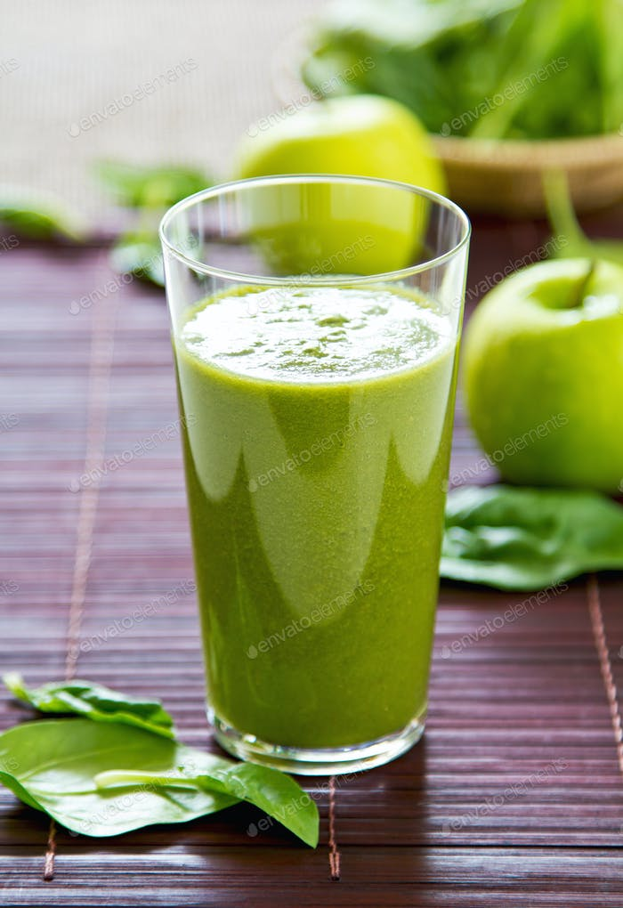 Spinat und Apfel-Smoothie