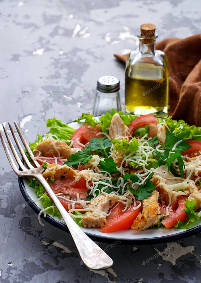 Salad with chicken, tomato and cheese