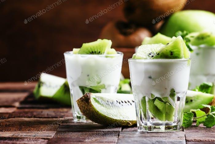 Kiwi fruit with creamy yogurt