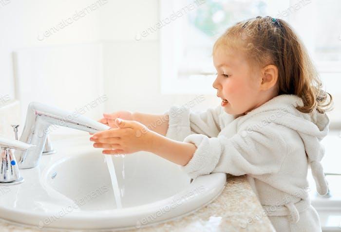 girl is washing hands