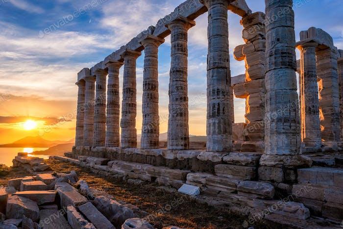 Poseidon Tempelruinen auf Kap Sounio bei Sonnenuntergang, Griechenland