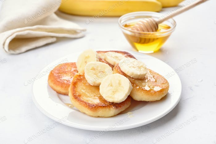 Cottage cheese pancakes with banana slices