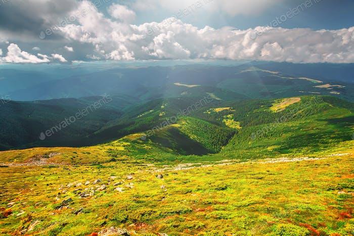 Bergkette im Sommer