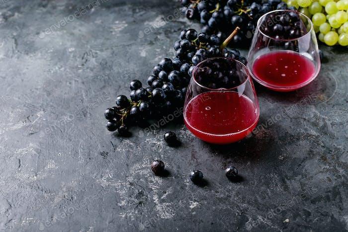 Traditioneller alkoholarmer Rot- und Weißwein Federweisser