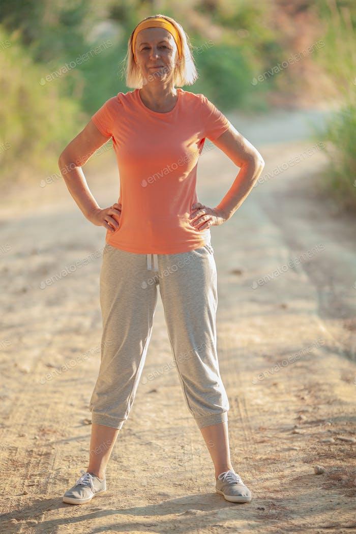 Aktive Seniorin wird Sport treiben