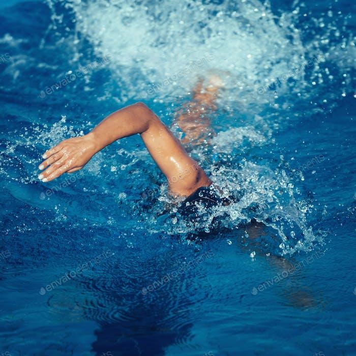 Front crawl swimmer