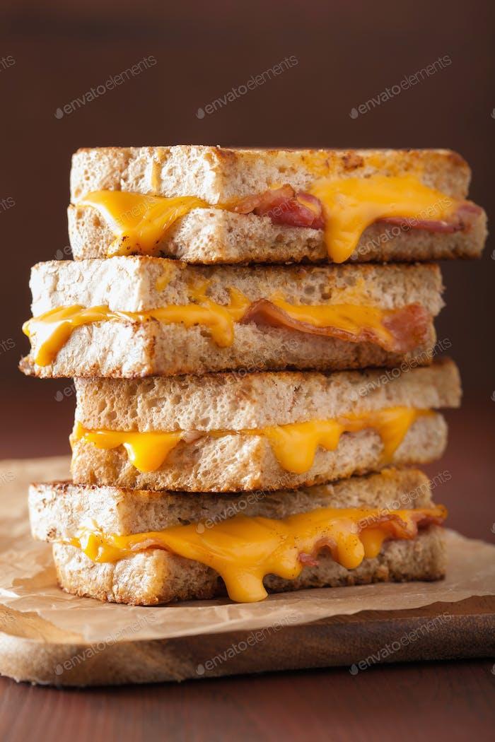 gegrillter Käse und Speck Sandwich