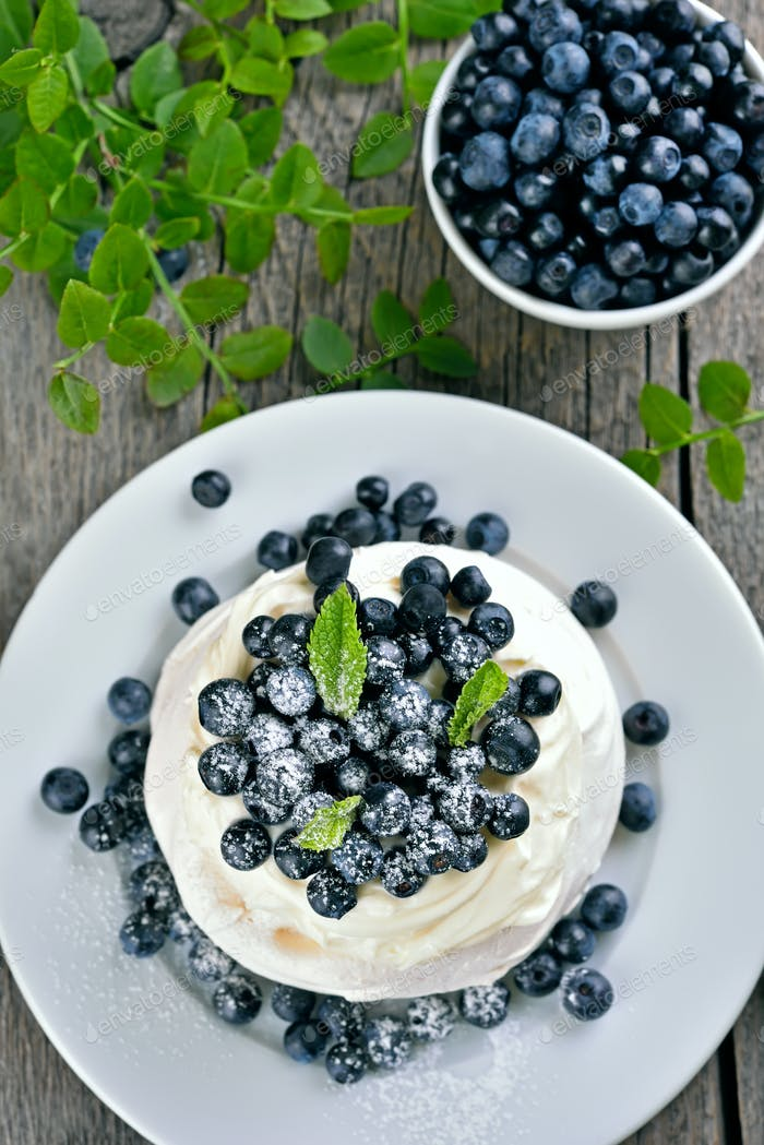 Pavlova meringue cake with fresh berries