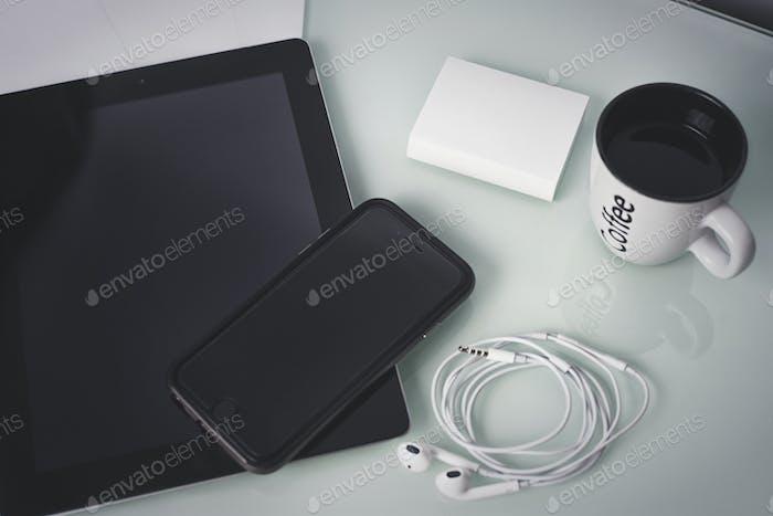 Lugar de trabajo del diseñador de Tablet PC y teléfonos