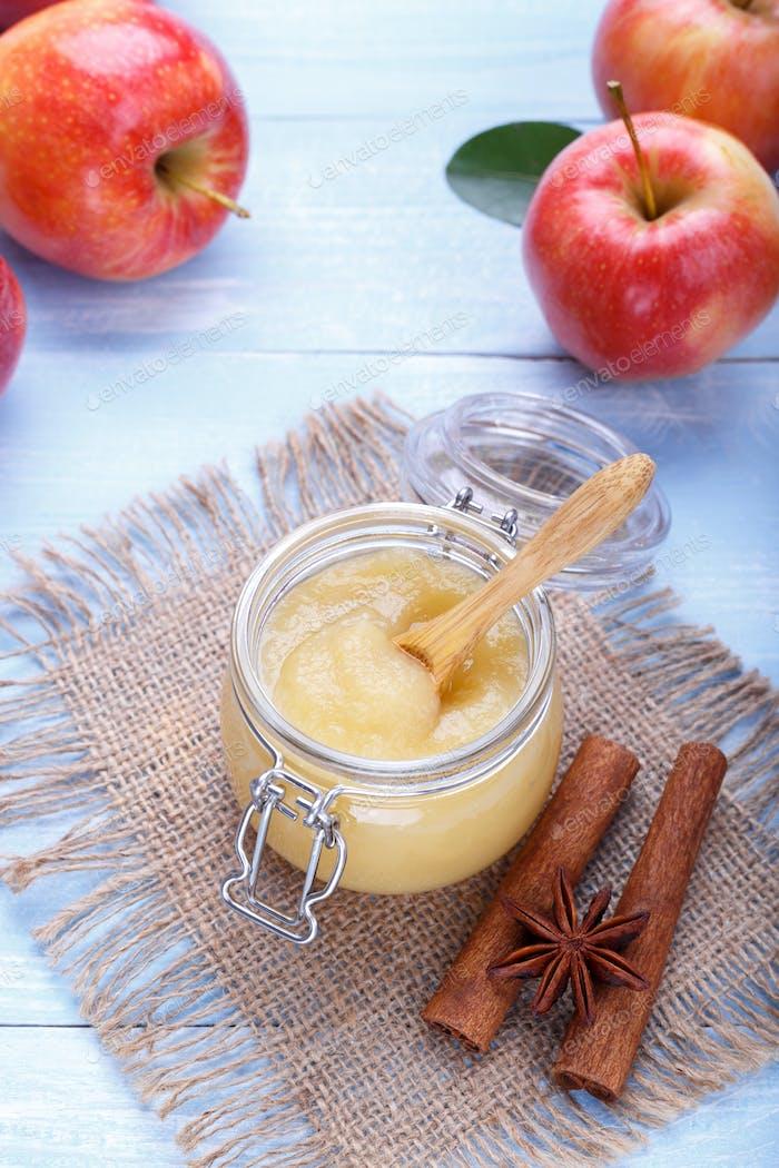 Hausgemachter Apfel pur