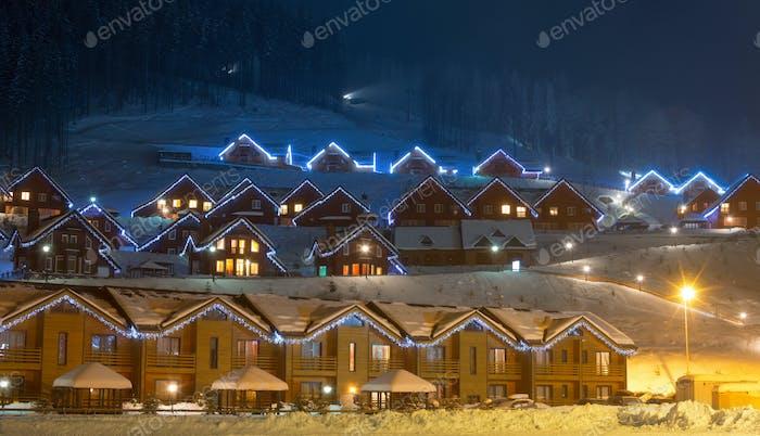 Pueblo de esquí por la Noche