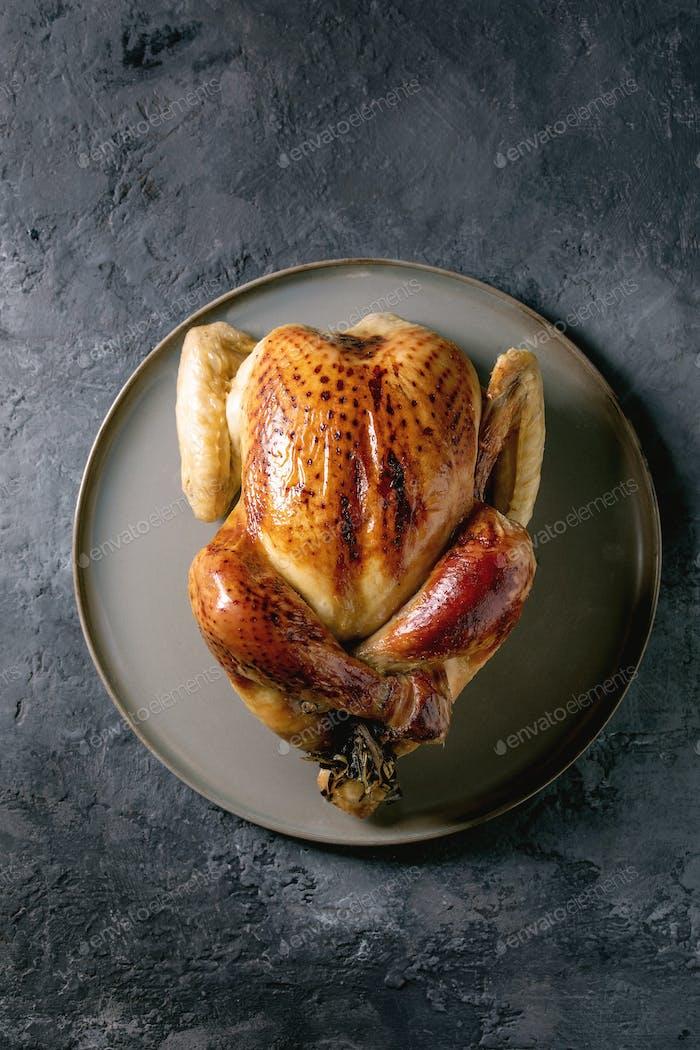 Gebackenes ganzes Huhn