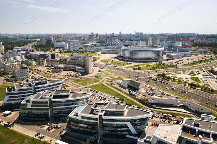 Blick von der Höhe der Pobediteley Avenue in Minsk.Neues Wohn- und Geschäftsviertel in Minsk