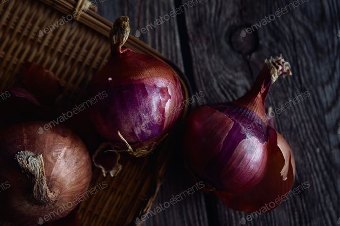 The red onions on rusty wooden table