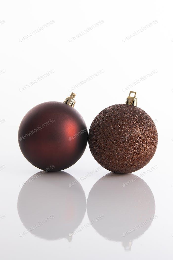 Zwei Weihnachtsbaumschmuck