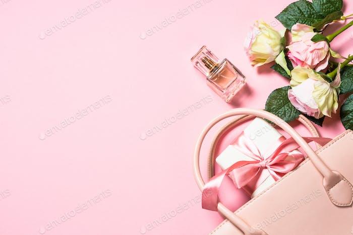 Rosa Rosen Blumen auf einem rosa Hintergrund