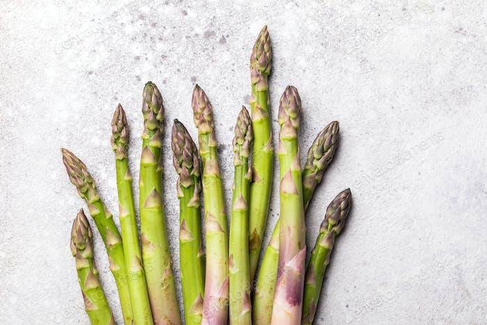 Frischer grüner Spargel. Gesunde Ernährung Konzept