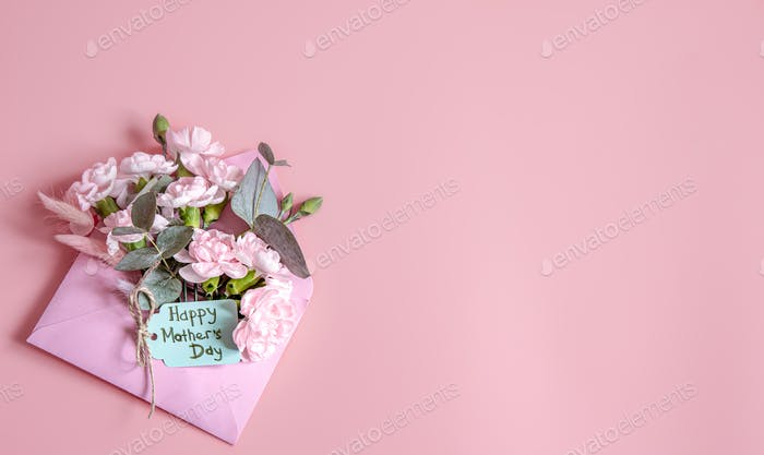 Open envelope with floral arrangement and wish for a happy mothers day.