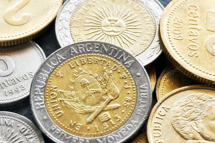 Foto extrema de cerca del peso argentino.