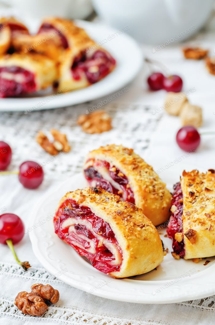 cake rolls with cherry and walnut crust