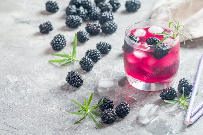 Refreshing lemonade with blackberry