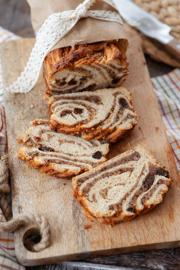 Braided nut cake