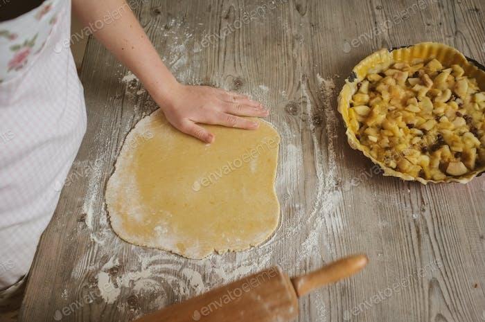 Zubereitung eines Apfelkuchen
