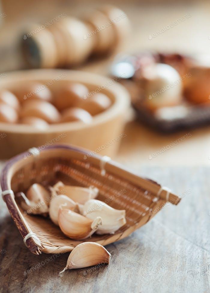 Garlic in the bamboo basket