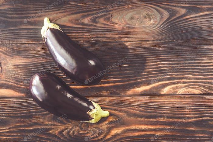 Zwei Hälften Aubergine